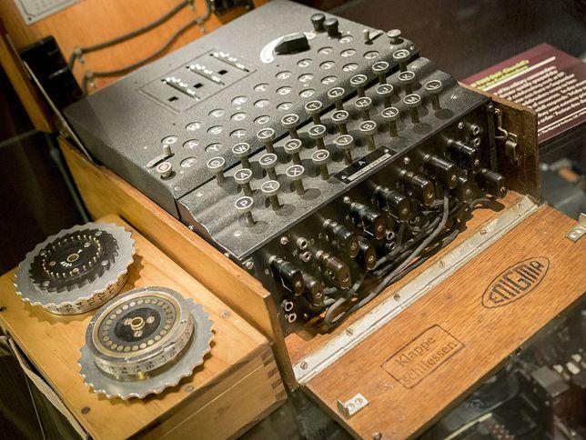 Niemiecka maszyna szyfrująca pochodzi z początku lat 30. XX wieku i jest w doskonałym stanie