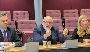 Wiceszef KE Frans Timmermans podczas spotkania z polskimi dziennikarzami.