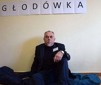 Wybory parlamentarne 2019. Poseł Janusz Sanocki wyprowadzony z urzędu w Opolu. Policja wyjaśnia