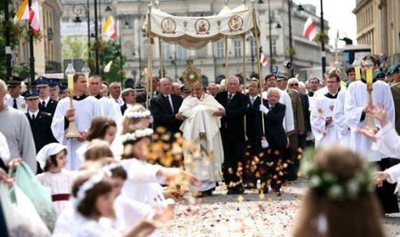 """Uroczystość """"Bożego Ciała"""": ulicami Warszawy przejdzie 21 procesji"""