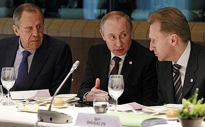 Ławrow: na razie bez działań odwetowych za rozszerzenie sankcji