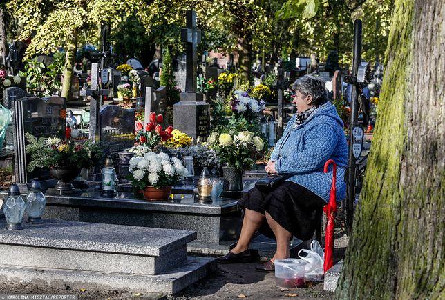 Wiele osób skarży się na kradzieże na cmentarzach