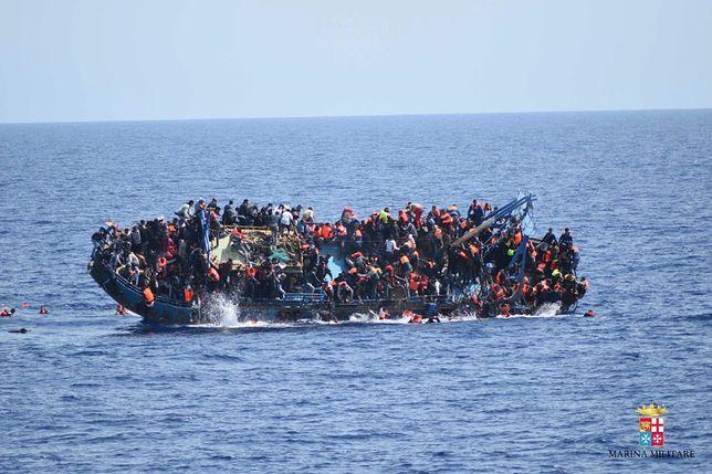 """Prawicowa grupa chce """"bronić Europy"""". Będą zawracać migrantów do Afryki"""