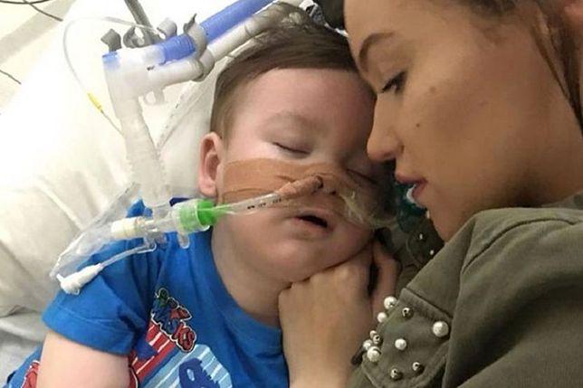 Rodzice Alfiego Evansa nadal walczą. Batalia sądowa o życie 2-latka trwa