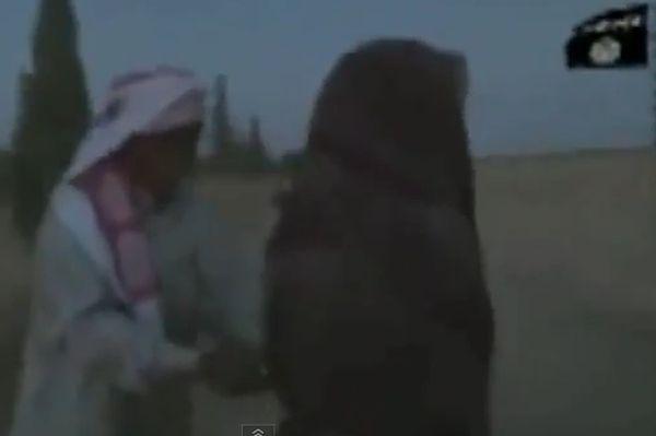 Kadr z wideo, które ma ukazywać ukamienowanie młodej Syryjki