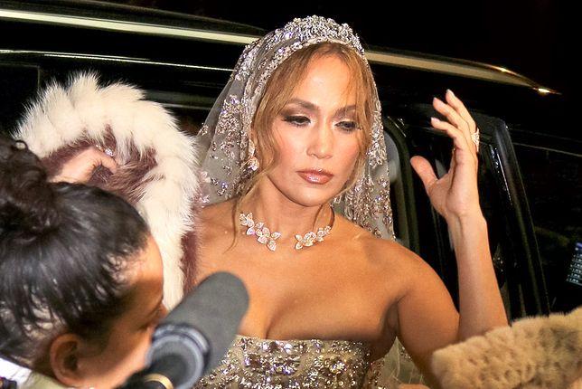Jennifer Lopez w sukni ślubnej. Księżniczka XXI wieku