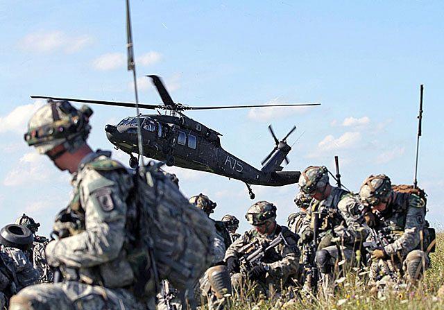 Amerykańscy spadochroniarze ćwiczą w Niemczech - zdjęcia