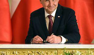 Podpisy składane taśmowo pod ustawami przesyłanymi przez PiS - to najpoważniejszy zarzut do prezydenta Andrzeja Dudy