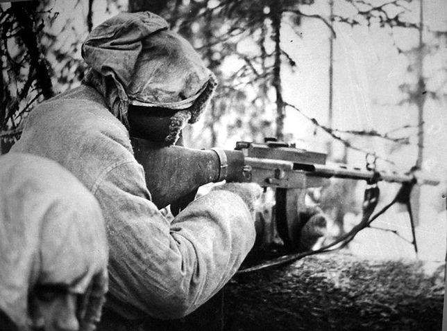 Fiński żołnierz z karabinem Lahti-Saloranta M-26 w lutym 1940 r.