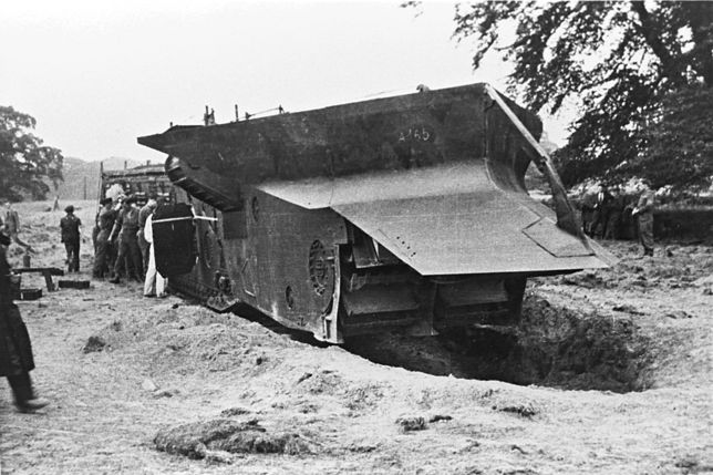 """Brytyjski podziemny """"czołg"""" Nellie - widok z przodu"""