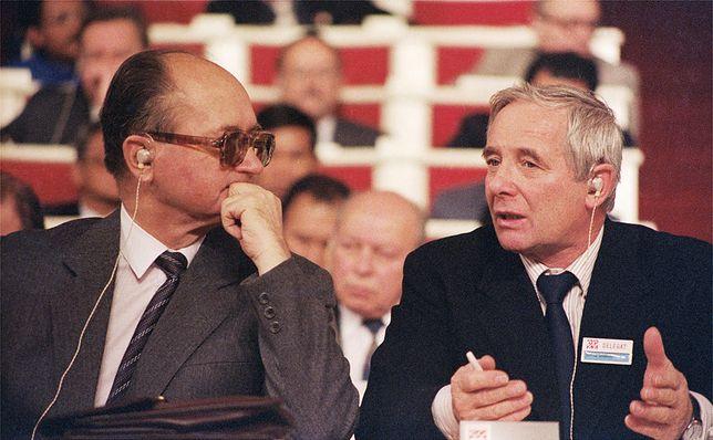 Gen. Wojciech Jaruzelski i Alfred Miodowicz na II Kongresie Ogólnopolskiego Porozumienia Związków Zawodowych w Sali Kongresowej Pałacu Kultury i Nauki, listopad 1986 r.