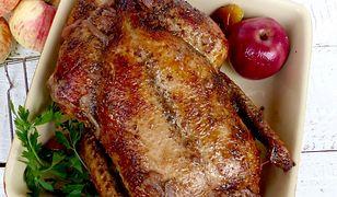 Kaczka pieczona z jabłkami. Wykwintny obiad dla całej rodziny