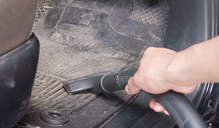 Poręczny odkurzacz to duże ułatwienie przy sprzątaniu auta