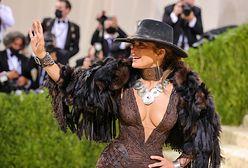 Zjawiskowa Jennifer Lopez na MET Gali. Trudno oderwać od niej wzrok