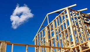Mieszkanie plus. Budowa domów z drewna w powijakach od 2 lat