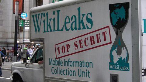 """Julian Assange pozbawiony dostępu do Internetu. Odpowiedzialne """"siły rządowe"""""""