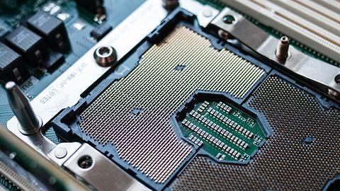 """Kłamczuszek Intel zrobił """"testy"""" procesorów serwerowych. Wynik? 84 proc. przewagi"""