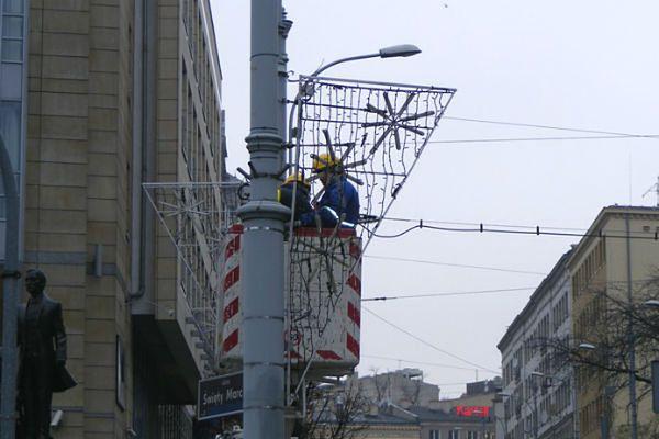 Poznań już montuje świąteczne oświetlenie ulic