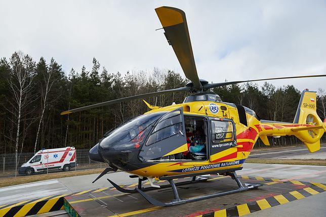 Akcję ratowniczą utrudniało położenie jeziora. Ostatecznie mężczyzna został zabrany do szpitala przez helikopter