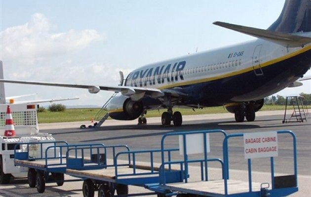 Linie lotnicze nie ułatwiają podróżowania z dzieckiem