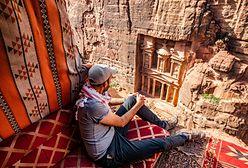 Skalne miasto Petra. Ukryte na pustyni schronienie Beduinów