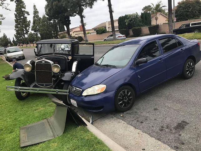 Zabytkowe auto Williama Smitha zostało rozbite przez kierowcę, który pisał SMS-a w czasie jazdy