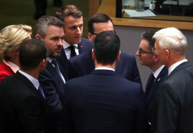 """Media cytują """"bardzo zbliżone"""" wypowiedzi Mateusza Morawieckiego i Emmanuela Macrona"""