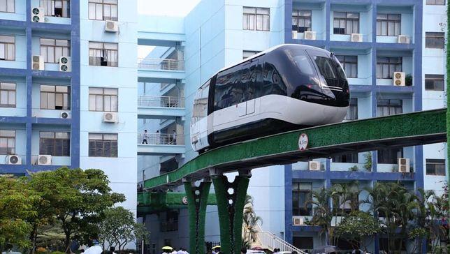 Monorail porusza się nad ziemią, jest cichy i ekologiczny
