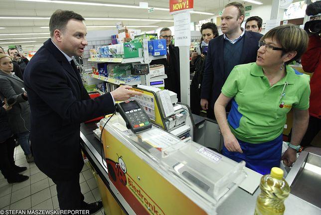 Andrzej Duda 4 lata temu za zakupy w Biedronce zapłacił 37,02 zł. Dziś na te same produkty wydałby ponad 46 zł