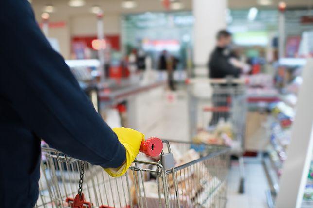Jeśli sprzedawca nie ma maseczki w sklepie, klient ma prawo poinformować sanepid