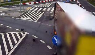 #dziejesiewmoto: ciężarówka niszczy sygnalizatory świetlne