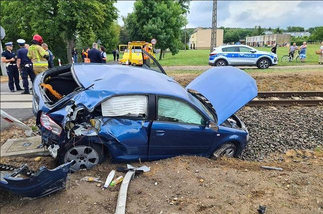 Kobieta, która spowodowała wypadek, wyszła z samochodu o własnych siłach. Trafiła do szpitala