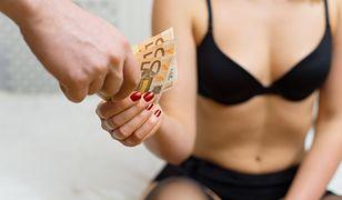 Młodzi ludzie skłaniają się ku prostytucji, by spłacić długi