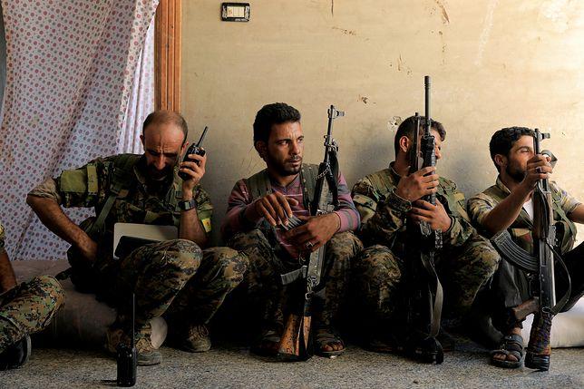Bojownicy podczas walk z ISIS w Syrii
