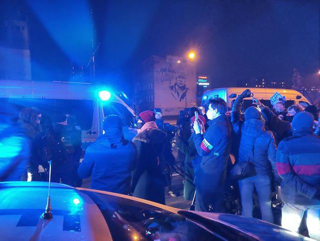 Marsz w Łodzi rozpoczął się ok. godz. 16 przed pomnikiem jednorożca