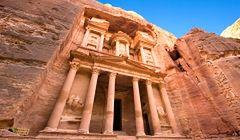 Jordania - w jaskiniach w Petrze znów zaczęli mieszkać ludzie