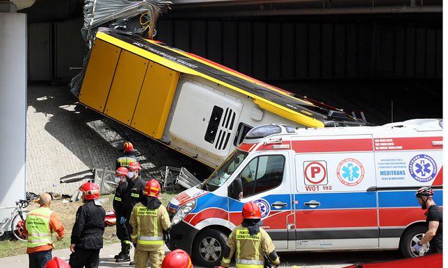 Autobus spadł z wiaduktu w Warszawie