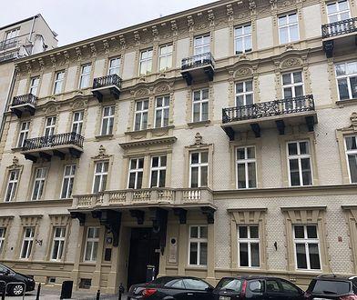 Warszawa. Odnowiono elewację zabytkowej kamienicy