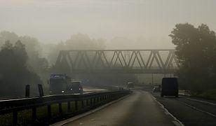 IMGW wydało ostrzeżenia dla pięciu województw w związku z silną mgłą