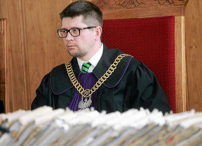 """""""Uroczystości państwowe są wyłączone z ustawy o zgromadzeniach i mają pierwszeństwo"""" - mówi Wirtualnej Polsce sędzia Wojciech Łączewski."""