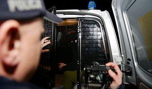 Ząbkowice Śląskie. Marcel C. usłyszał zarzuty zabójstwa rodziców i młodszego brata. Został tymczasowo aresztowany