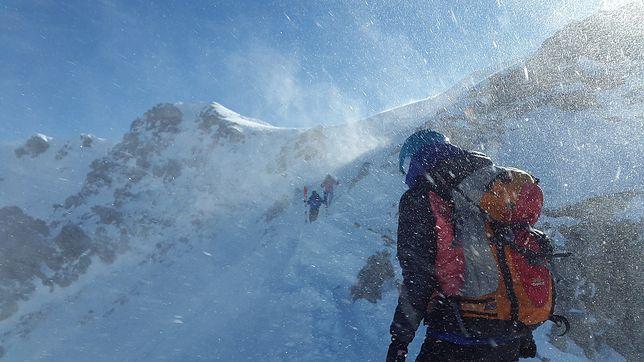 W wyższych partiach gór spadł śnieg, szlaki są oblodzone
