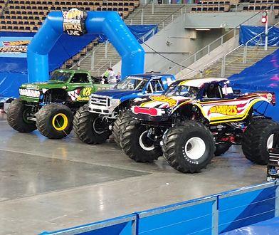 Parkowanie monster trucka Hot Wheels Racing #1