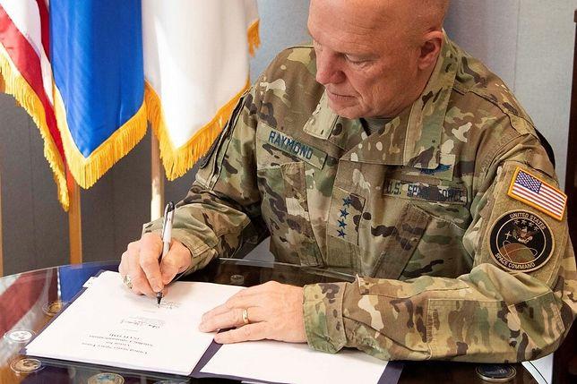 Gen. John W. Raymond, Szef Kosmicznych Operacji Sił Kosmicznych USA