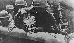Wojska niemieckie forsujące granicę z II Rzeczpospolitą 1 września 1939 roku.