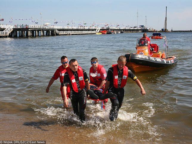 Ćwiczenia ratowników WOPR, molo w Sopocie