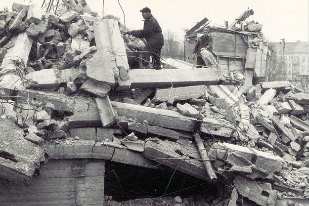 """Mija 49 lat od tragicznej katastrofy we Wrocławiu. """"W tumanach pyłu walił się gmach"""""""