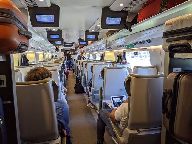 Obecnie w pociągach może być zajętych 50 proc. miejsc