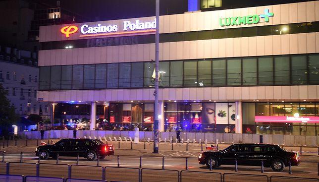 Trump w Warszawie. Relacja WP sprzed hotelu Marriott