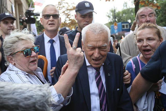 Kornel Morawiecki spotkał się z grupą protestujących przed Sejmem